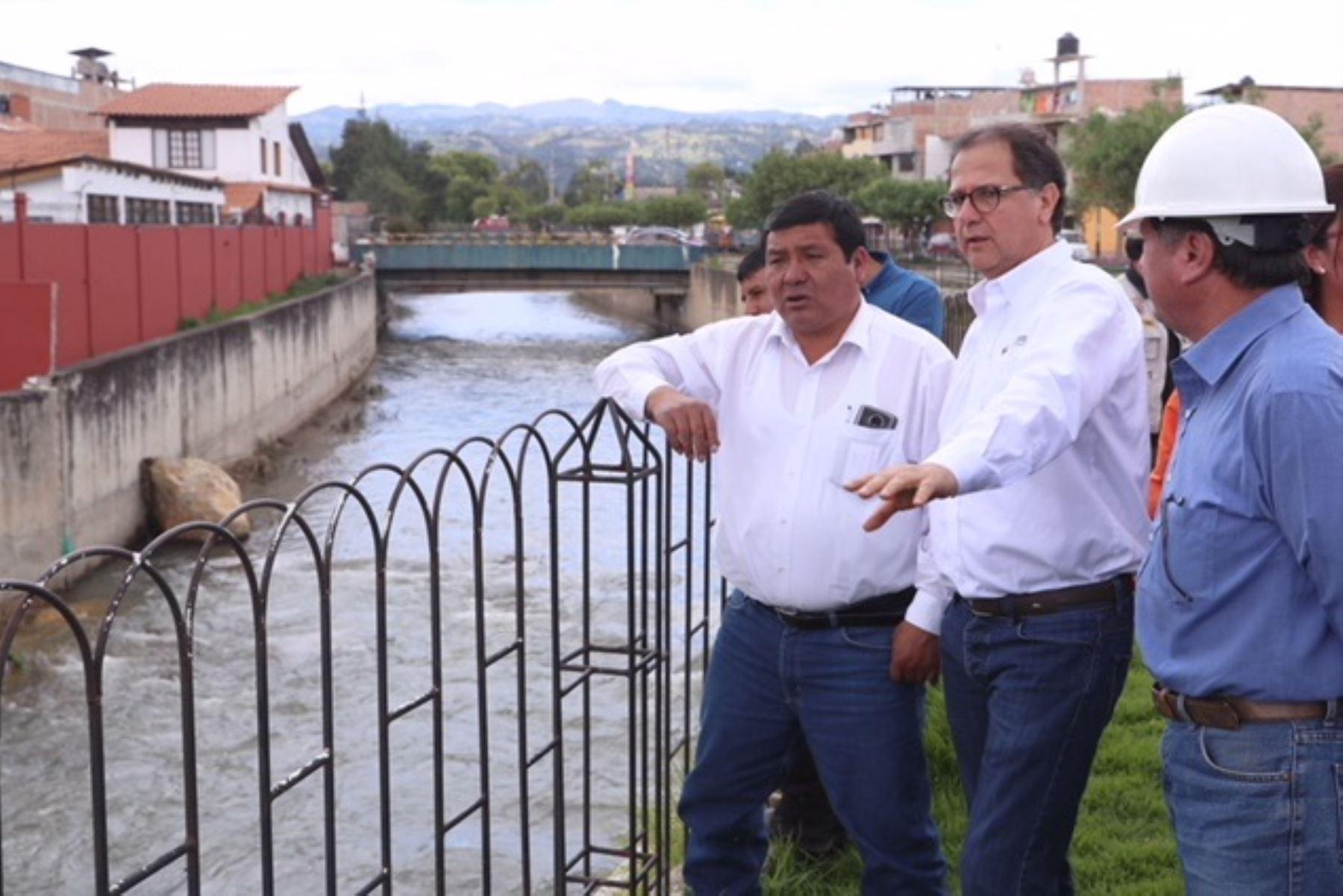 Ministro de Energía y Minas, Francisco Ísmodes, verifica obras de prevención ante lluvias en Cajamarca. Foto: Cortesía.