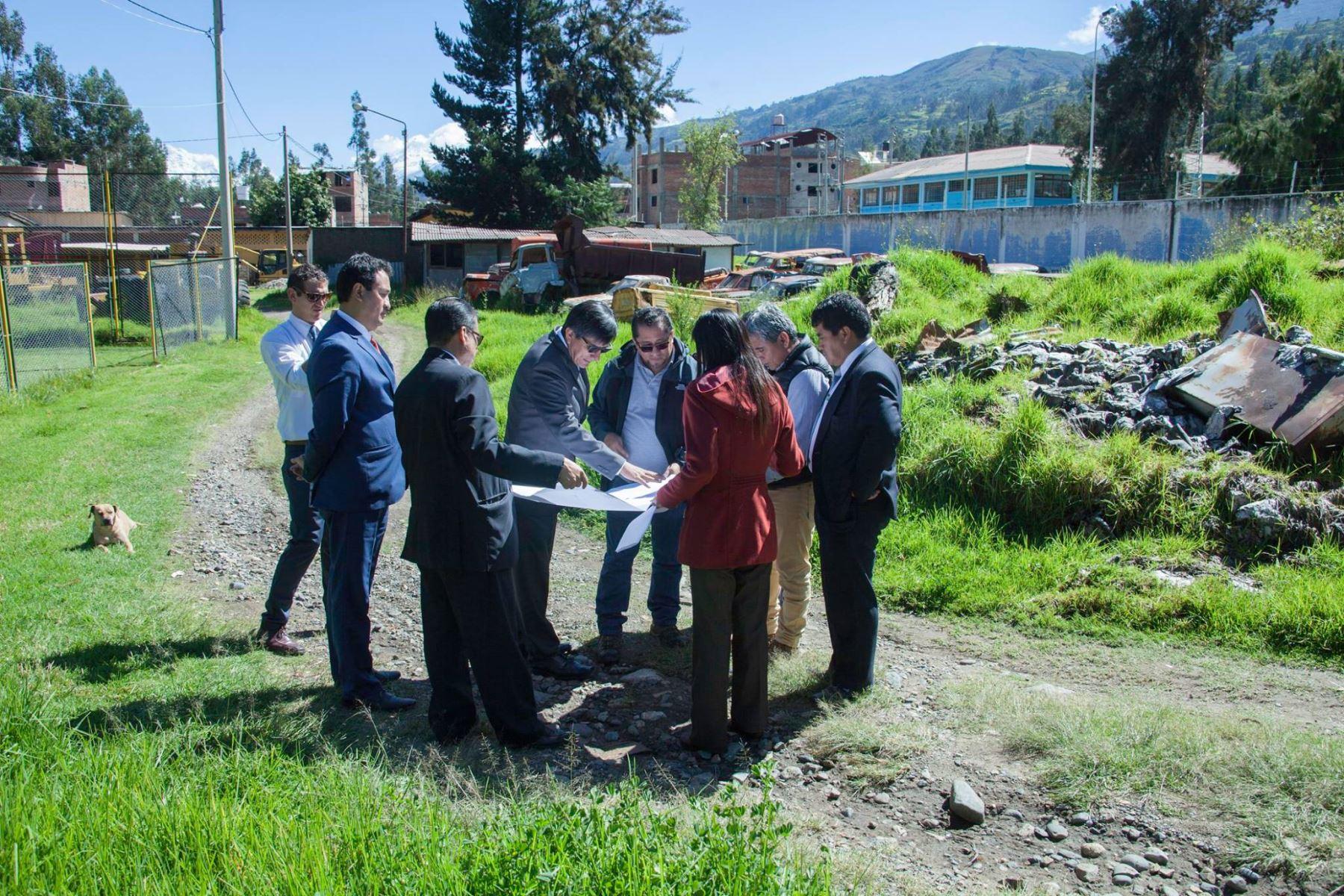 Especialistas del Minsa inspeccionan terrenos para futuro el Hospital Regional de Huaraz, en Áncash. ANDINA/Difusión
