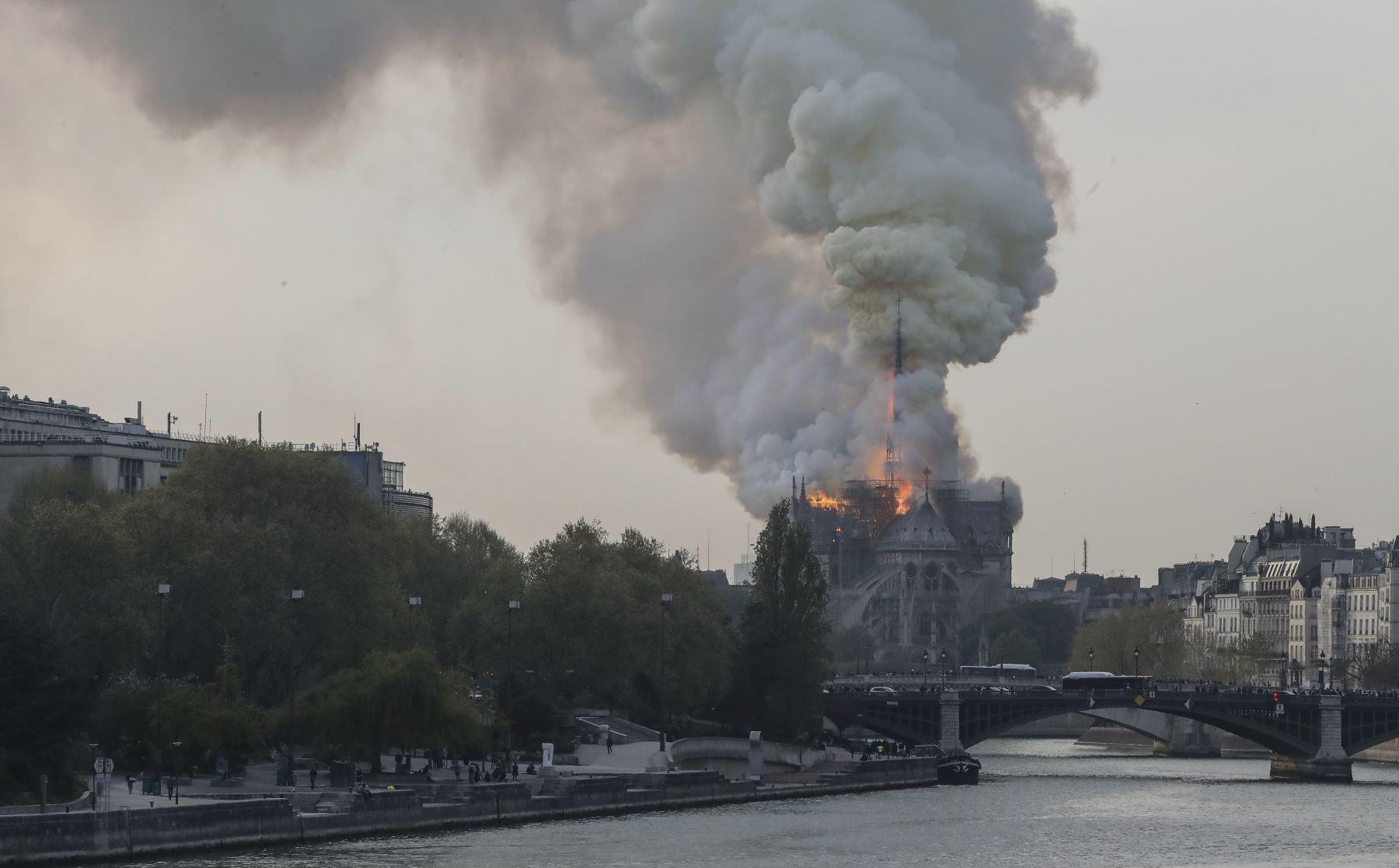 Se incendia la catedral de Notre Dame de París. Foto: AFP