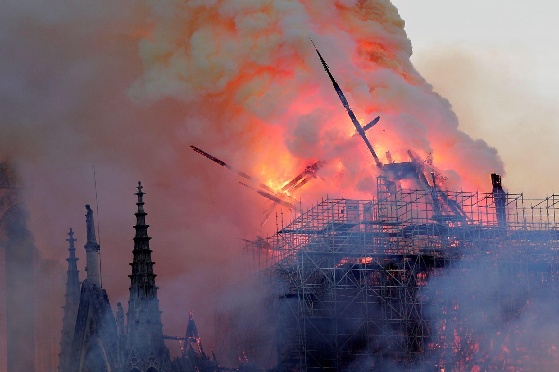Se incendia la catedral de Notre Dame de París. Foto: EFE