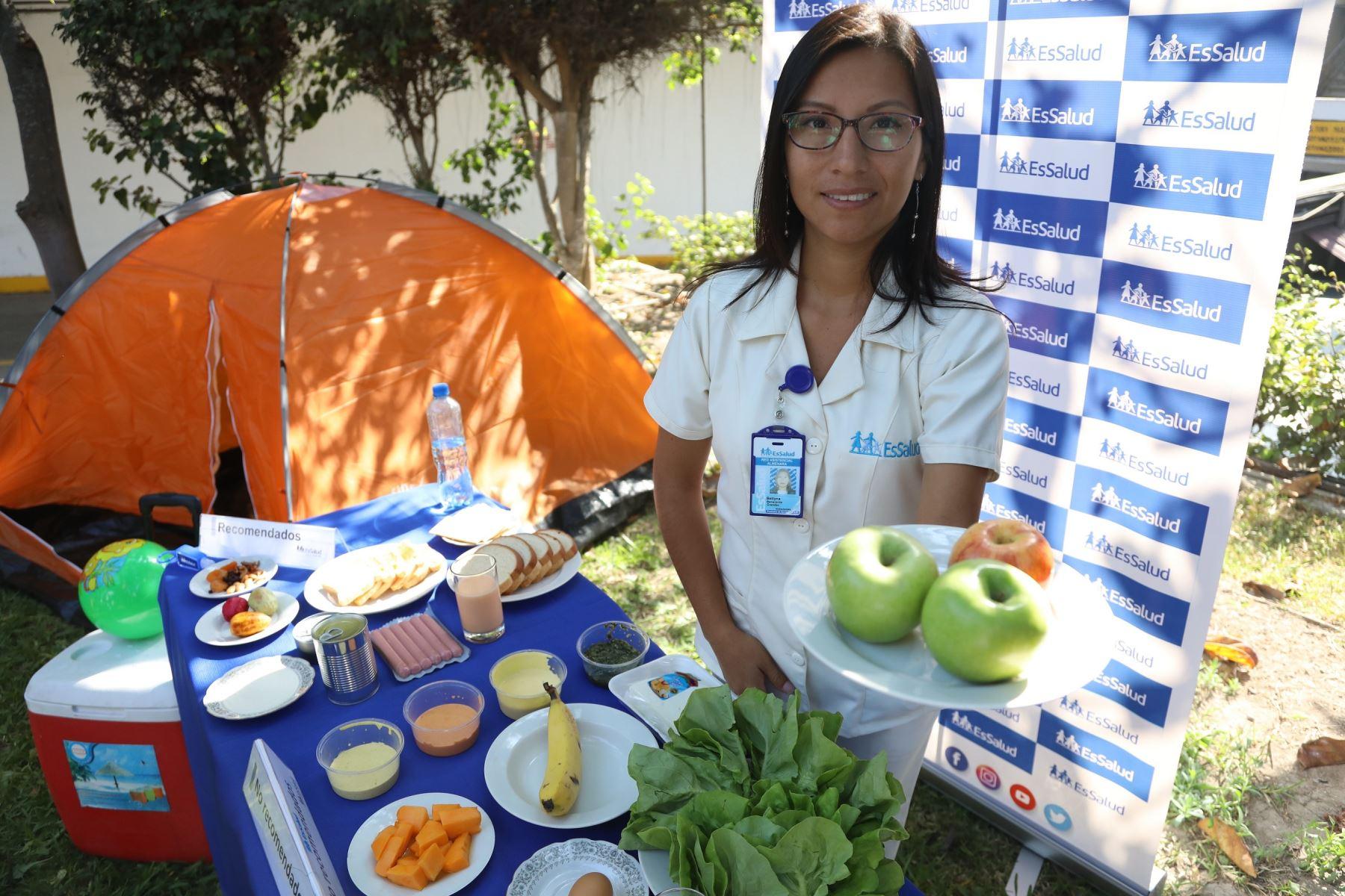 EsSalud recomienda consumir manzana, tuna, mandarina o granadilla a los que acamparán este feriado. ANDINA/Difusión