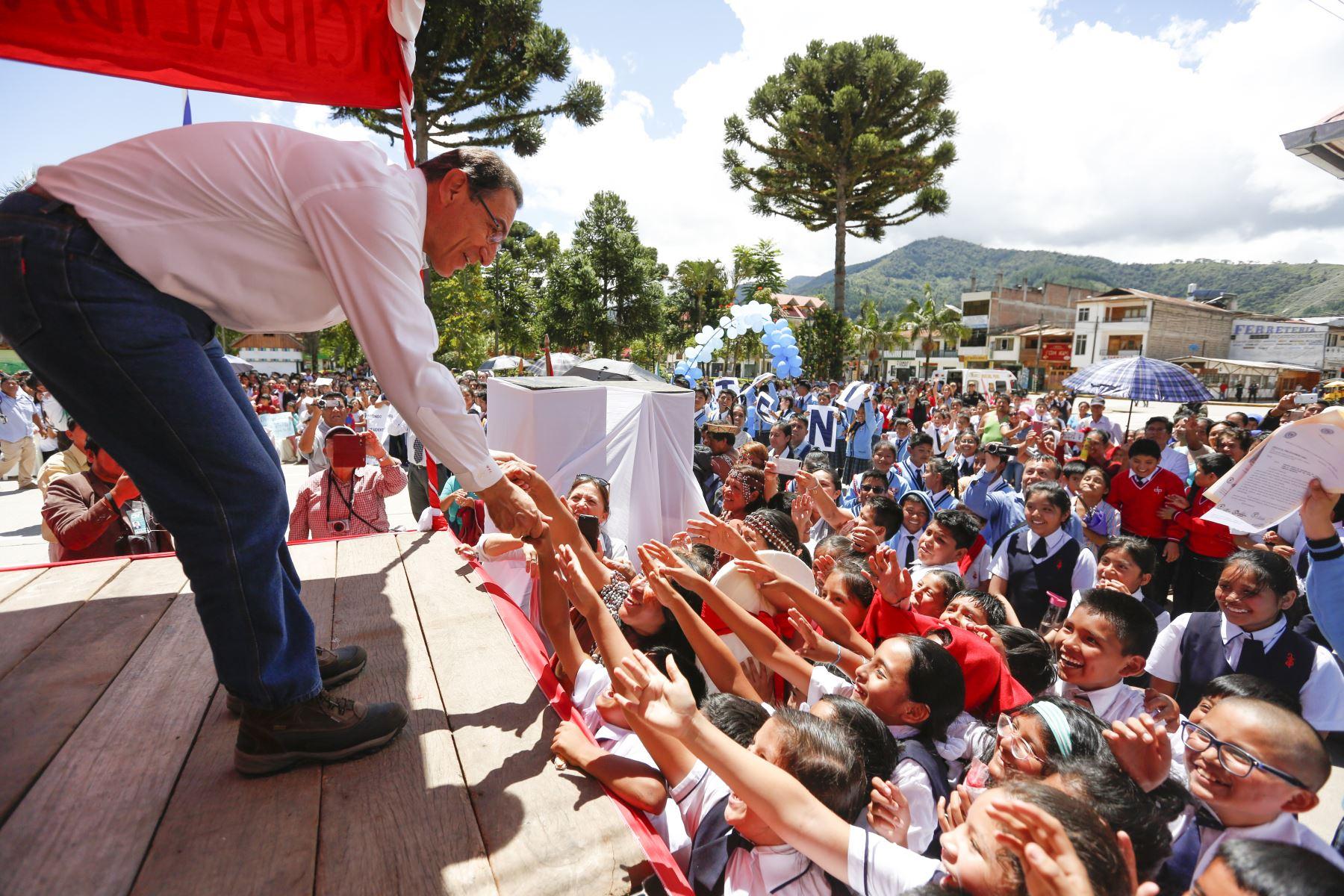 Jefe de Estado,Martín Vizcarra se reúne con la población y autoridades de Oxapampa y Pozuzo en la región Pasco.Foto: ANDINA/Carla Patiño/Prensa Presidencia