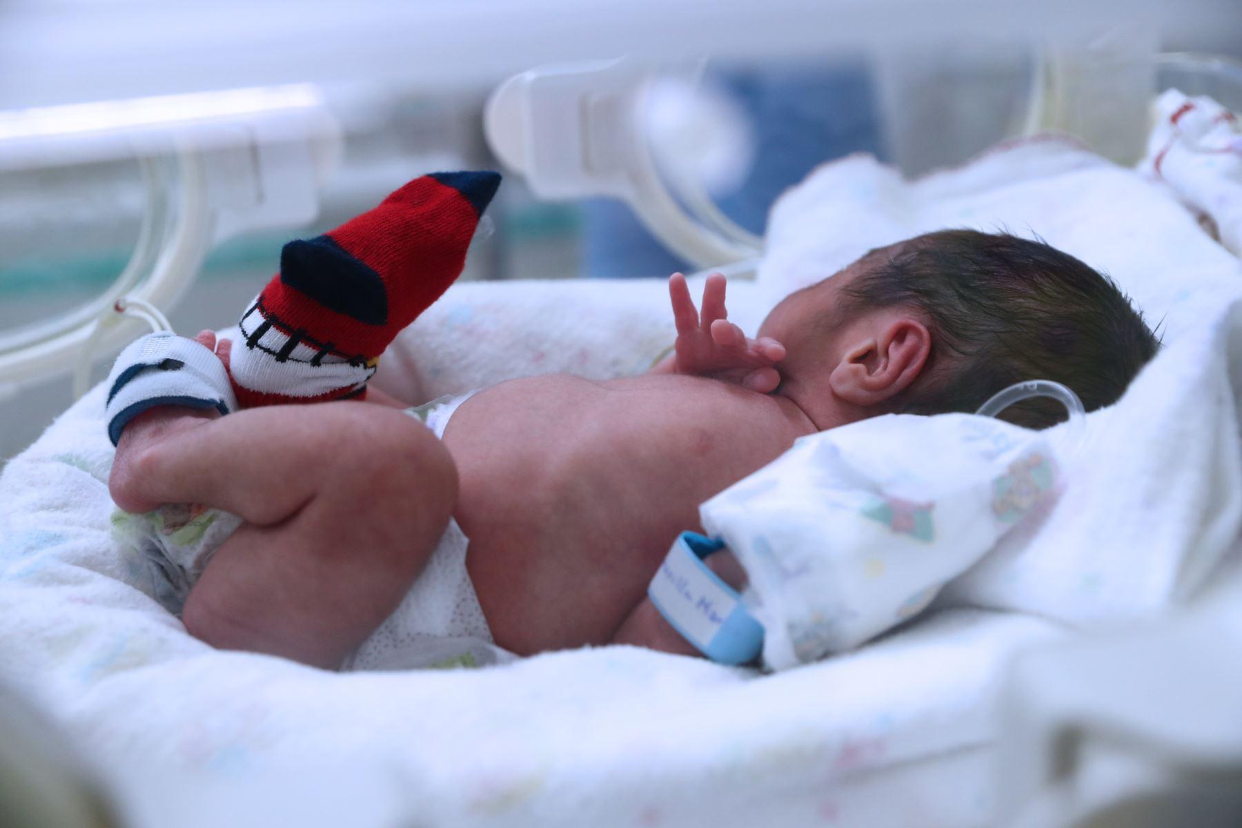 Uno de los trillizos nacidos en el HospitalFoto:  ANDINA/Norman Córdova