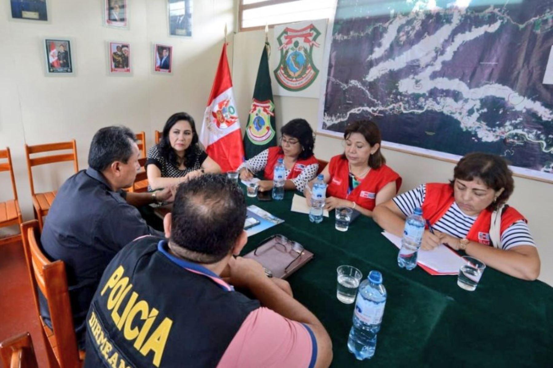 La ministra de la Mujer y Poblaciones Vulnerables, Gloria Montenegro, cumplió segundo día de trabajo en la región Madre de Dios.
