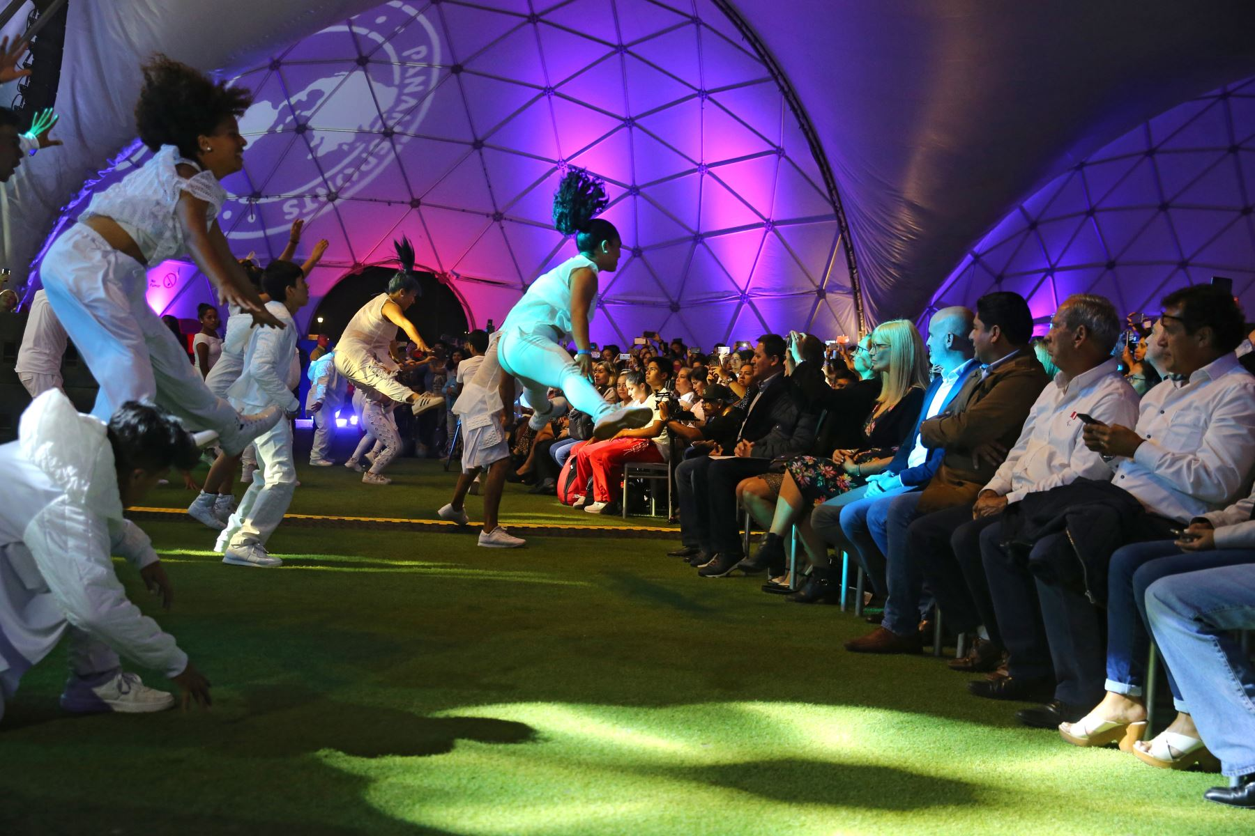 Con gran jubilo los diversos artistas participan en la serenata a 100 días de los juegos Lima 2019. Foto: ANDINA/Vidal Tarqui