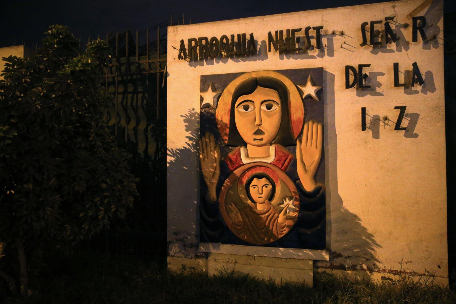 """Derrumbe de la parroquia  """" Nuestra señora de la Luz """" en Comas. Foto: ANDINA/Vidal Tarqui"""