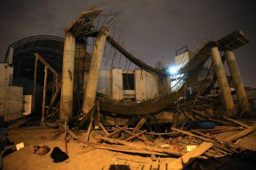 Techo de iglesia colapsa en el distrito de Comas