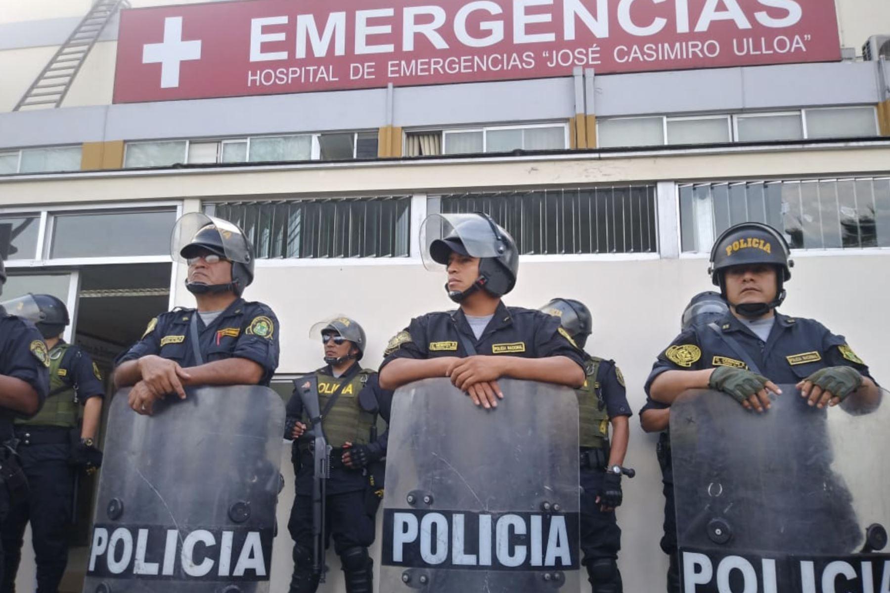 Exteriores del hospital Casimiro Ulloa, donde fue internado de emergencia el expresidente Alan García. Foto: ANDINA/ Vidal Tarqui