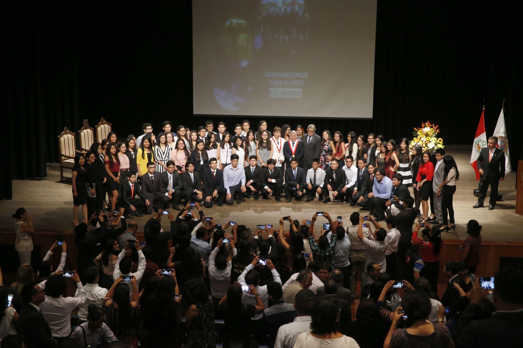 En junio tercera delegación de alumnos que tienen primer y segundo puesto en las facultades de la UNMSM harán pasantía en la Universidad de Harvard.  ANDINA/Nathalie Sayago