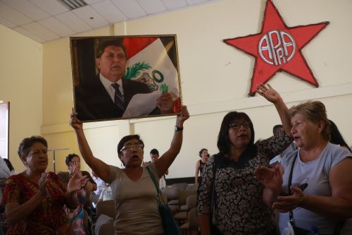 En la Casa del Pueblo de Trujillo se congregaron numerosos  militantes ante la noticia del fallecimiento de Alan García.