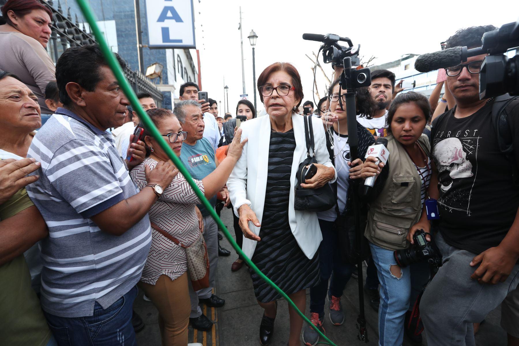 Mercedes Cabanillas llega a la casa del pueblo para recibir el cuerpo de Alan Garcia. Foto: ANDINA/Melina Mejía