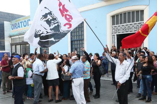 Militantes apristas esperan los restos de Alan García en la Casa del Pueblo
