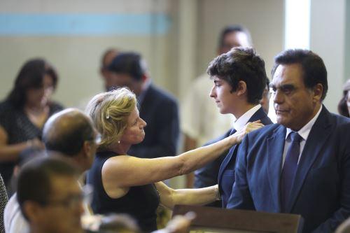 """Familiares y políticos llegan a la """"Casa del Pueblo"""" para darle el último adiós al expresidente Alan García"""