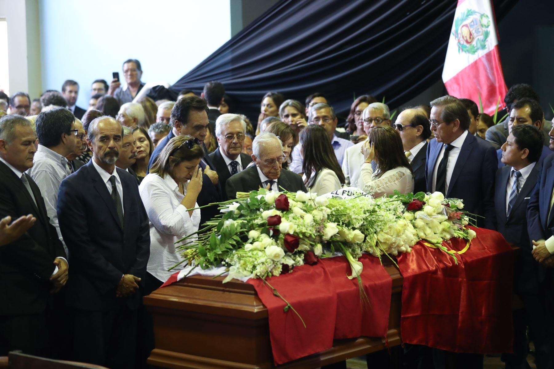 """Luis Bedoya Reyes llega a la """"Casa del Pueblo"""" para darle el último adiós al expresidente.  Foto: ANDINA/Juan Carlos Guzmán Negrini."""