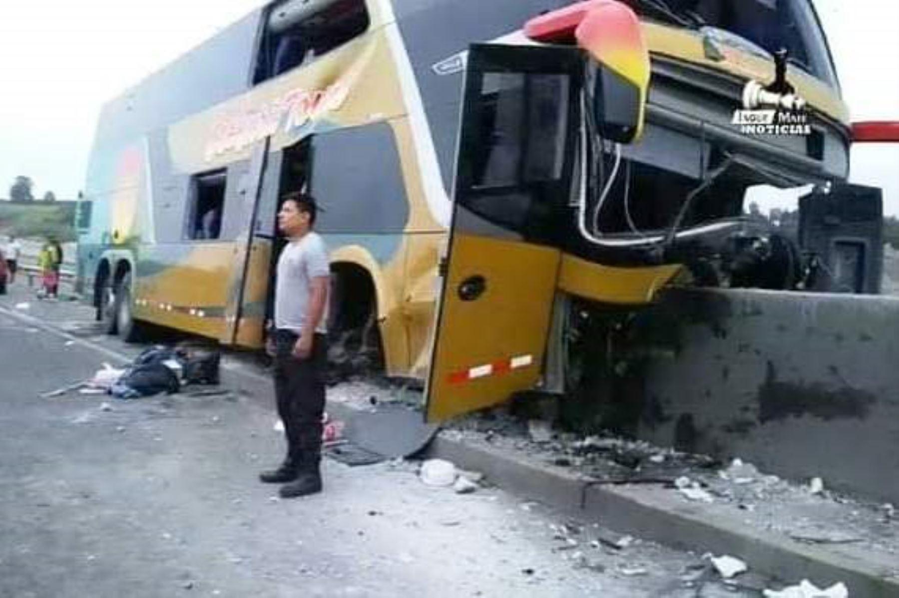 Siete muertos deja accidente de bus que traía delegación a sepelio de Alan García. Foto: ANDINA/J M Noticias.