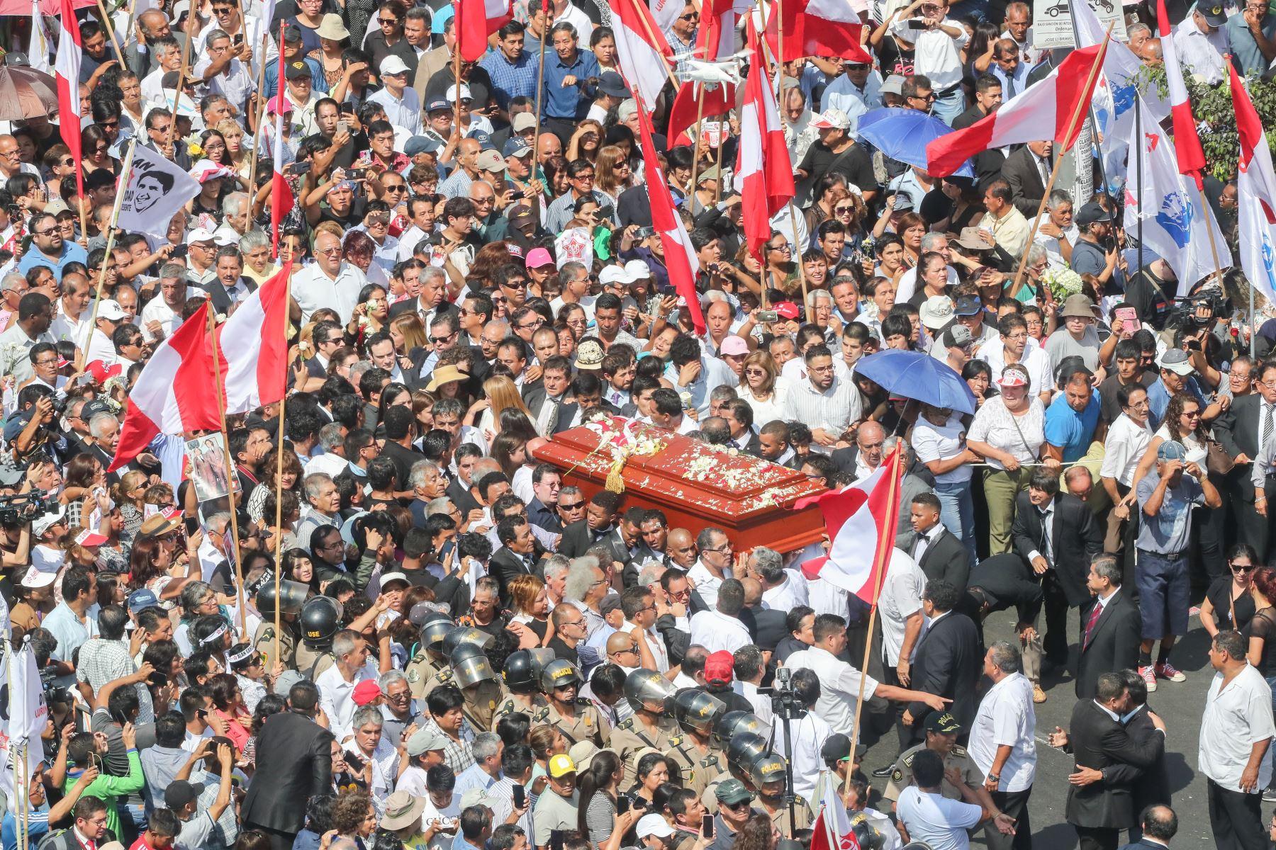 Restos del expresidente Alan García son trasladados a la Plaza 2 de Mayo  Foto: ANDINA/Juan Carlos Guzmán Negrini.
