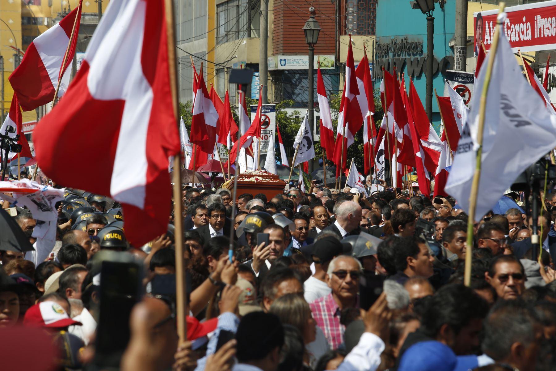 Restos del expresidente Alan García son trasladados a la Plaza 2 de Mayo  Foto: ANDINA/Nathalie Sayago