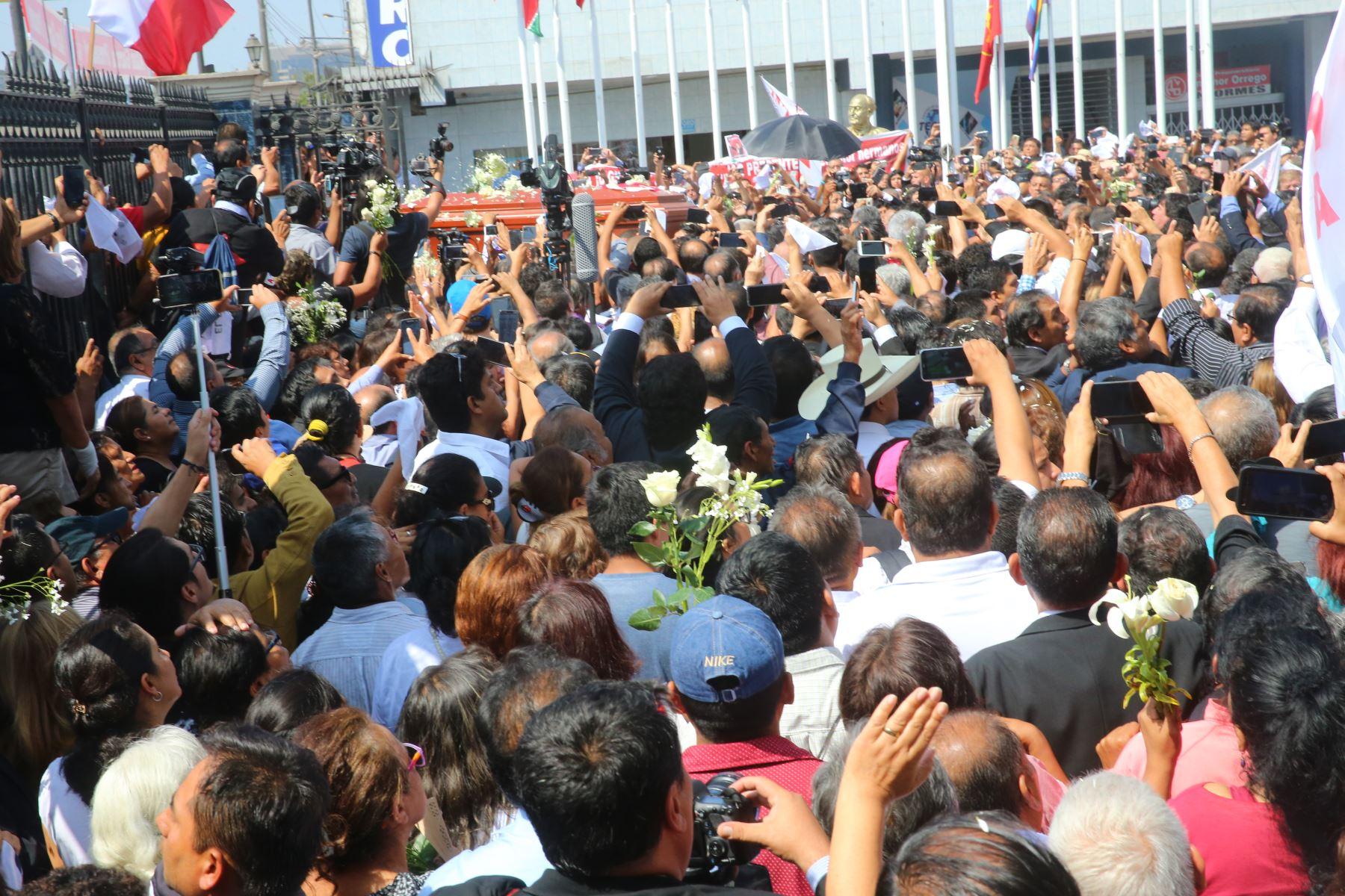 Restos del expresidente Alan García son trasladados a la Plaza 2 de Mayo  Foto: ANDINA/Vidal Tarqui