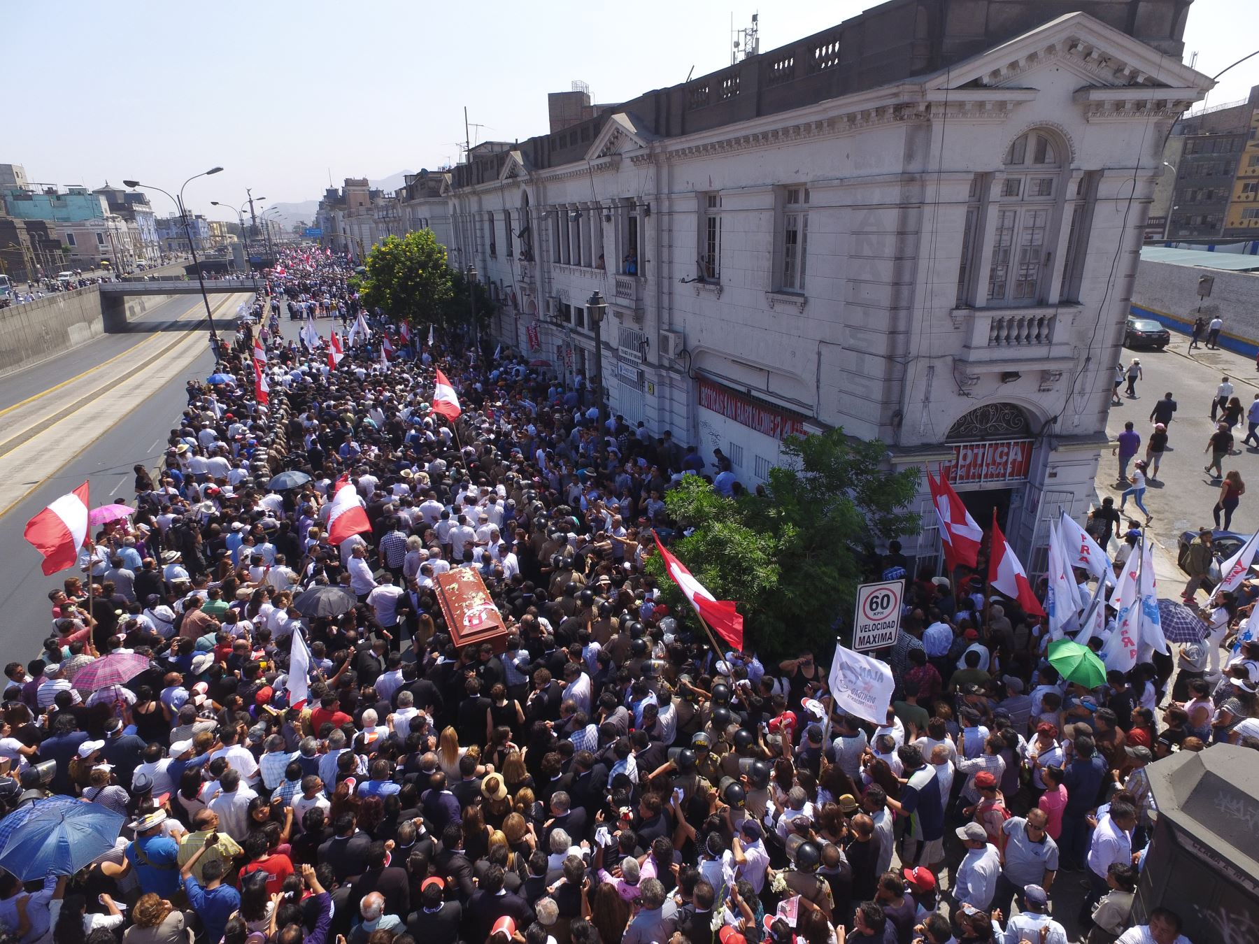 Restos del expresidente Alan García son trasladados a la Plaza 2 de Mayo  Foto: ANDINA/Daniel Bracamonte