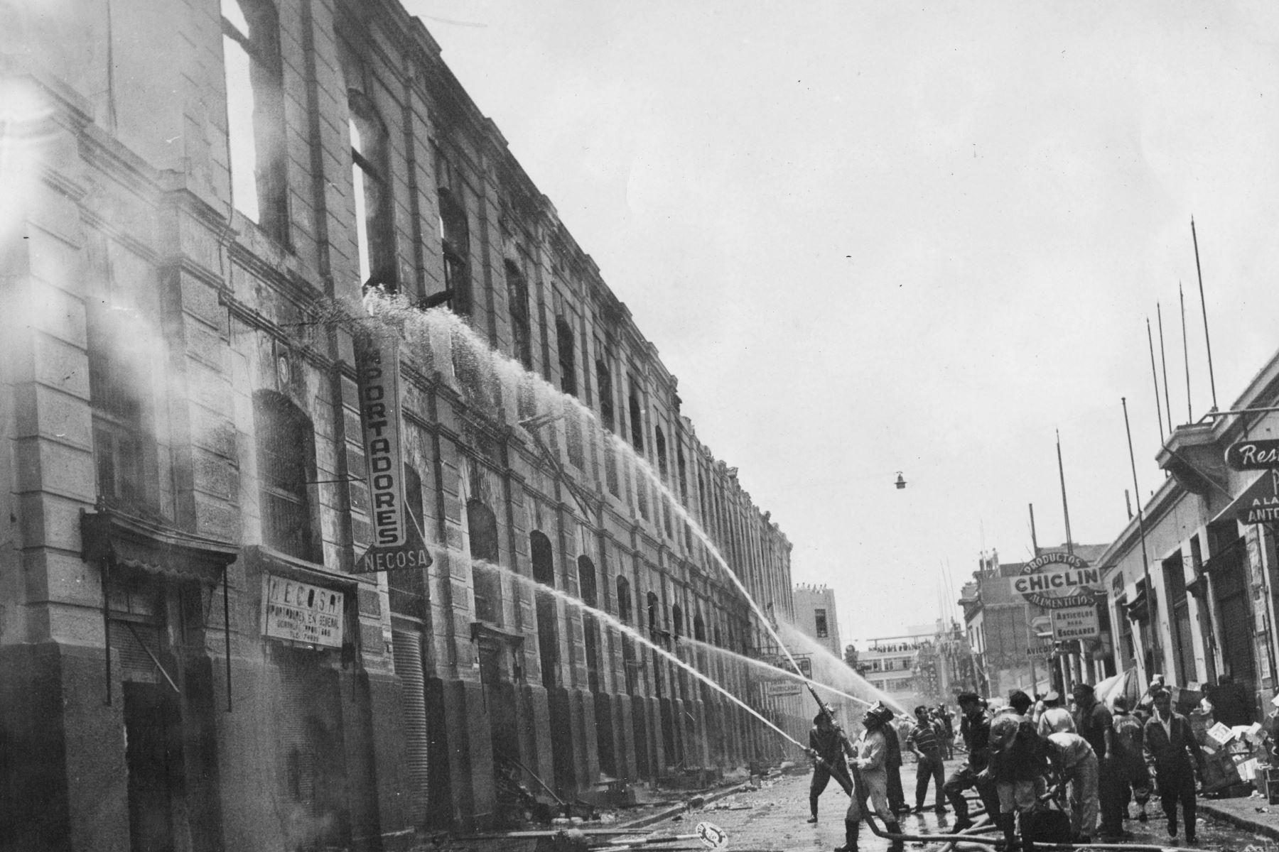 Lima - 29 febrero 1964 / Incendio del Mercado Central de Lima.