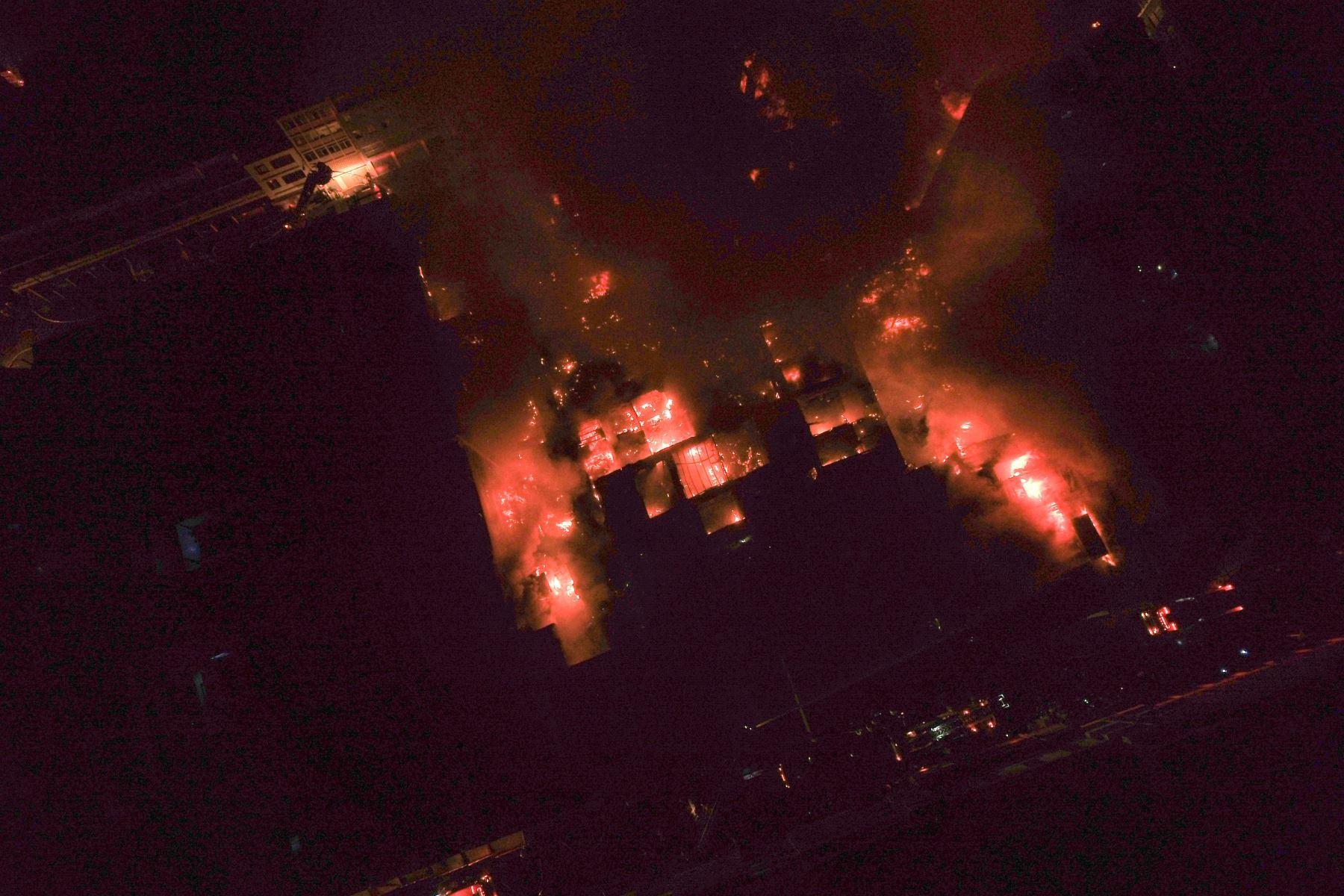 Mesa Redonda: Imágenes aereas del incendio. Foto: ANDINA/ Lenin Lobaton