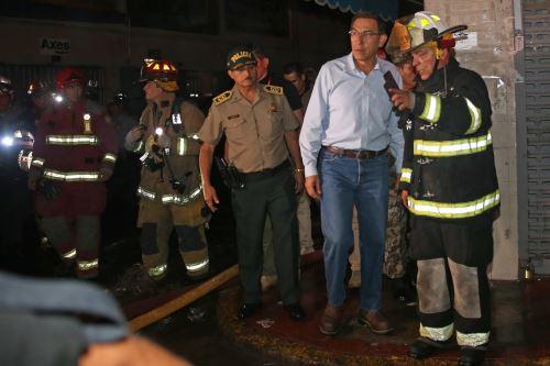 Presidente Vizcarra supervisa acciones en zona de incendio