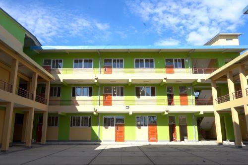 La institución educactiva emblemática Juan Pablo II, ubicada en el centro poblado Tablazo (Piura), beneficiará a 1,929 alumnos.