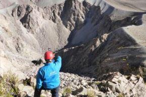 El volcán Huaynaputina está localizado a 14 kilómetros de Omate y a 65 kilómetros de la ciudad de Moquegua.