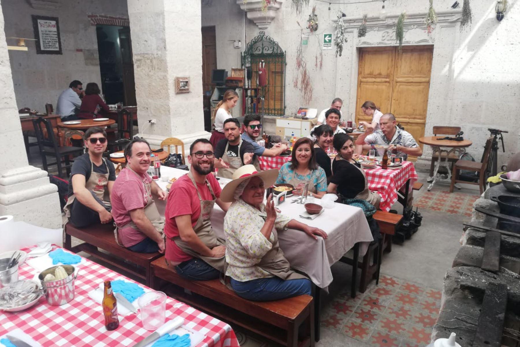 Oferta turística y gastronómica de Arequipa cautiva a los periodistas chilenos.