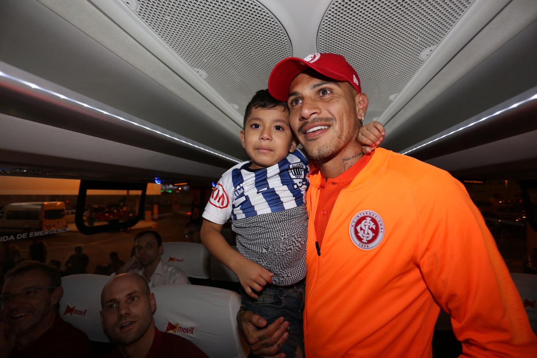 Paolo Guerrero arribó a Lima para enfrentar a Alianza. Foto: INTER