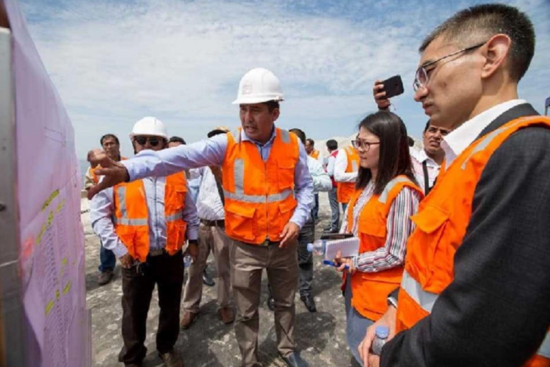 Con miras a realizar una futura inversión de hasta 2,000 millones de dólares, representantes de la transnacional China Comunications Construction Company Ltd visitaron las instalaciones del terminal portuario de Chimbote, en la región Áncash, en el marco de una concesión de este lugar.