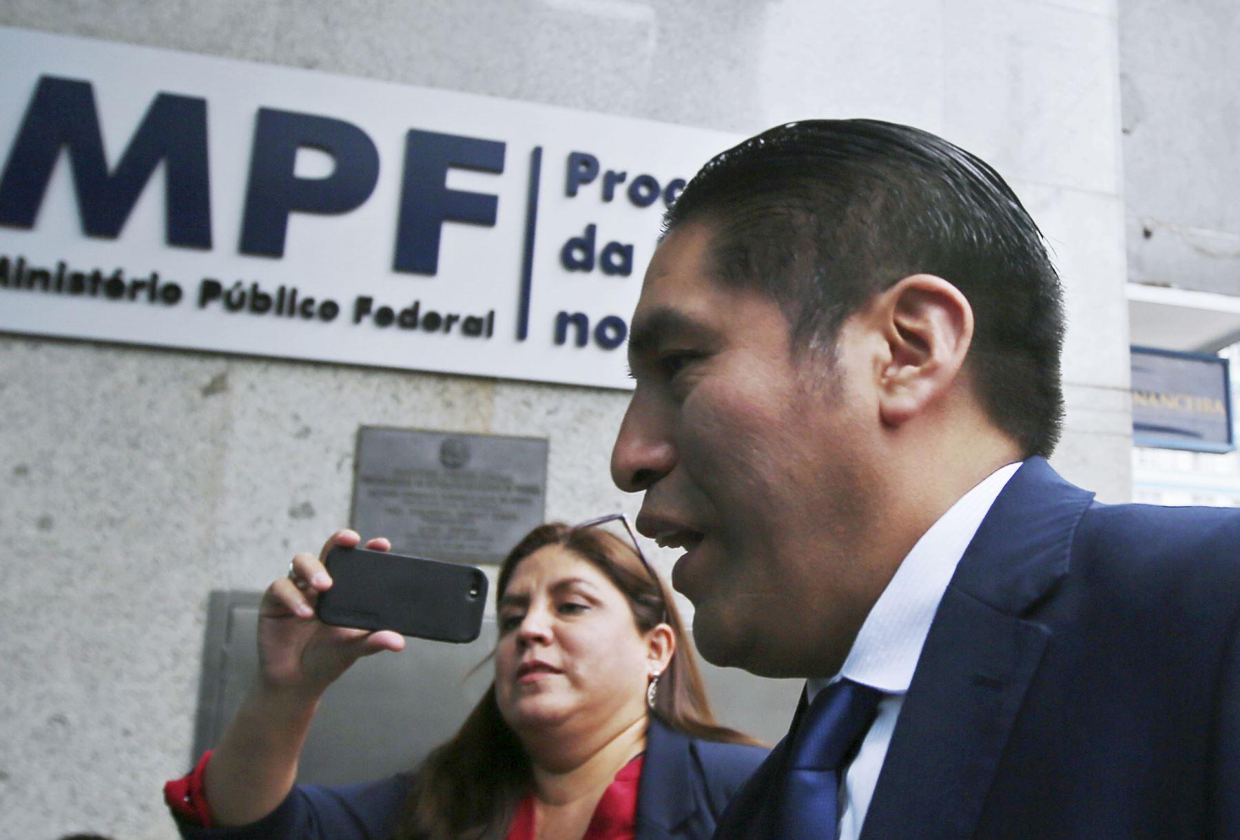 El fiscal Carlos Puma llega al Ministerio Público Federal en Curitiba, Brasil. Foto: AFP