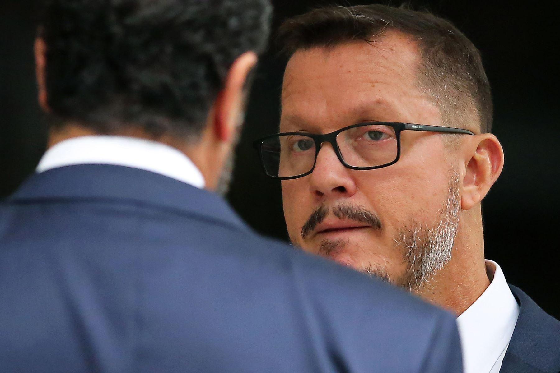 El ex jefe de Odebrecht en Perú, Jorge Barata, abandona un hotel y se dirige al Ministerio Público Federal en Curitiba, Brasil. Foto: AFP