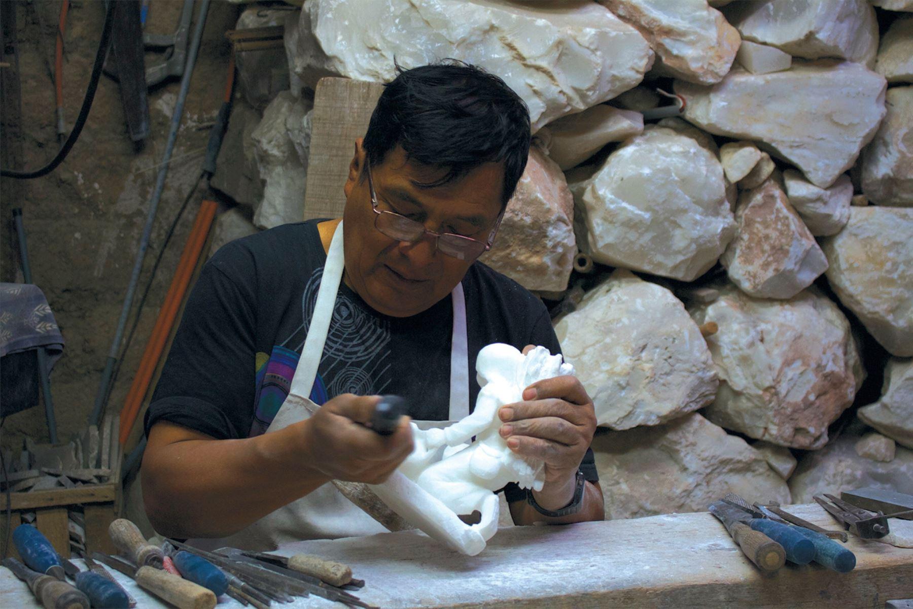 El Ministerio de Cultura declaró Patrimonio Cultural de la Nación al arte del tallado en piedra de Huamanga.  ANDINA/Difusión