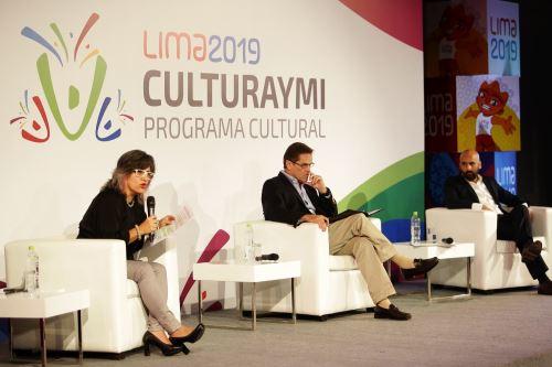 """Ministra de Cultura, Ulla Holmquist Pachas, participó en la presentación del Programa Cultural Lima 2019, """"Culturaymi"""", junto a Carlos Neuhaus , presidente de la Comisión Organizadora de los Juegos Panamericanos de Lima 2019 (Copal)."""