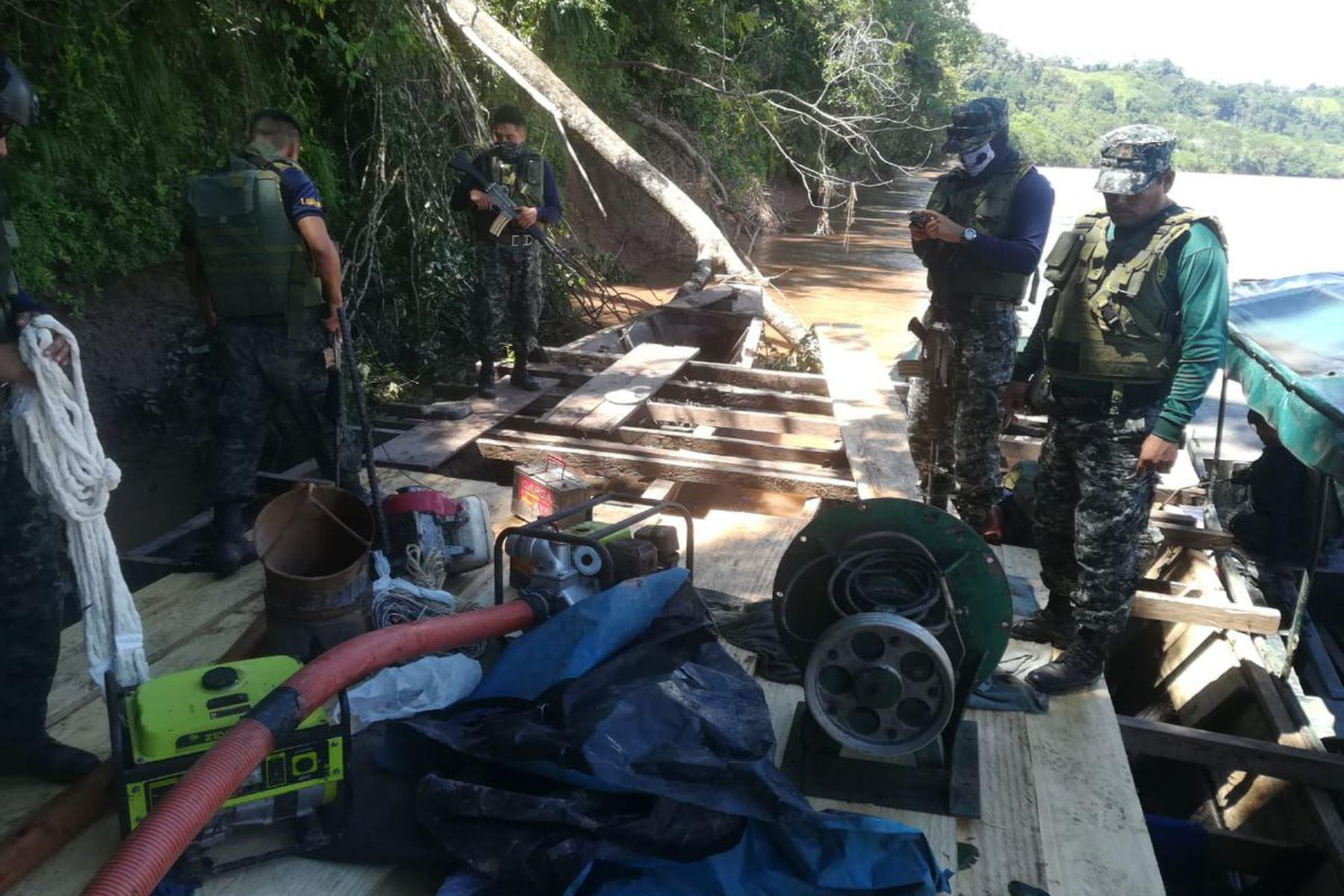 Miembros de la Marina de Guerra del Perú ejecutan operativo contra la minería ilegal en ríos de Huánuco. ANDINA/Difusión
