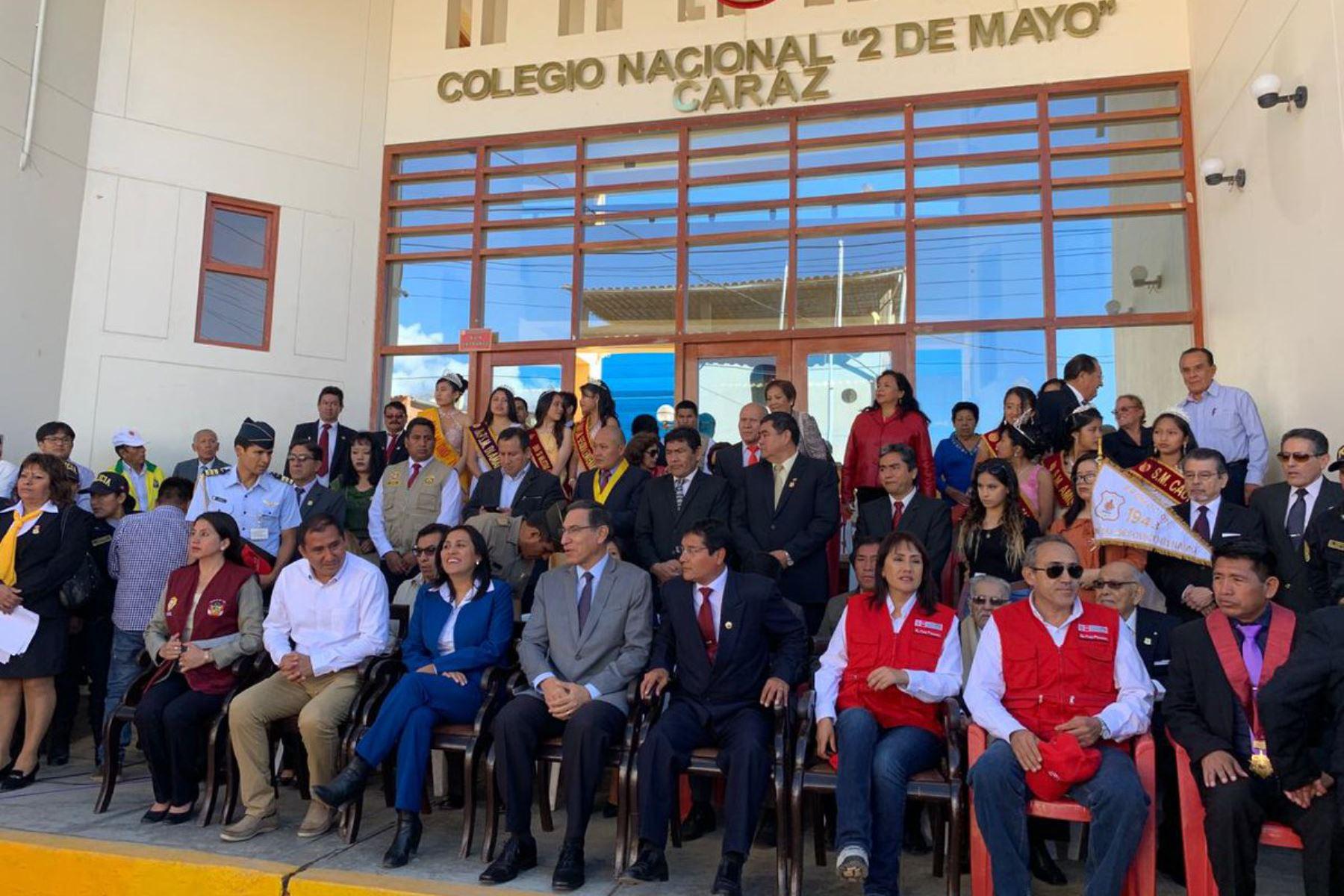 Presidente de la República, Martín Vizcarra, presidió ceremonia por aniversario de colegio emblemático de Caraz, en Áncash.