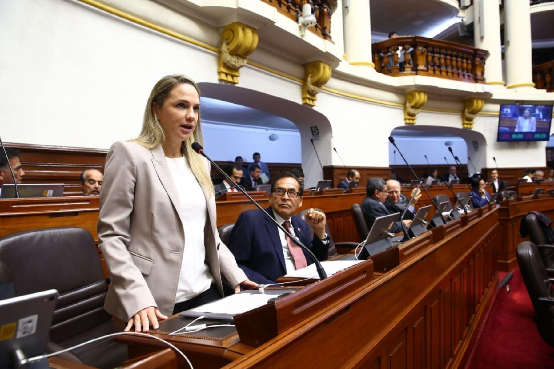 Presidenta de la Comisión de Levatamiento de Inmunidad Parlamentaria, Luciana León (Apra). Foto: Congreso