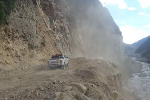 En forma parcial ha sido rehabilitada la vía longitudinal que conecta la provincia de Sihuas (Áncash) y el distrito de Huacrachuco (Huánuco).