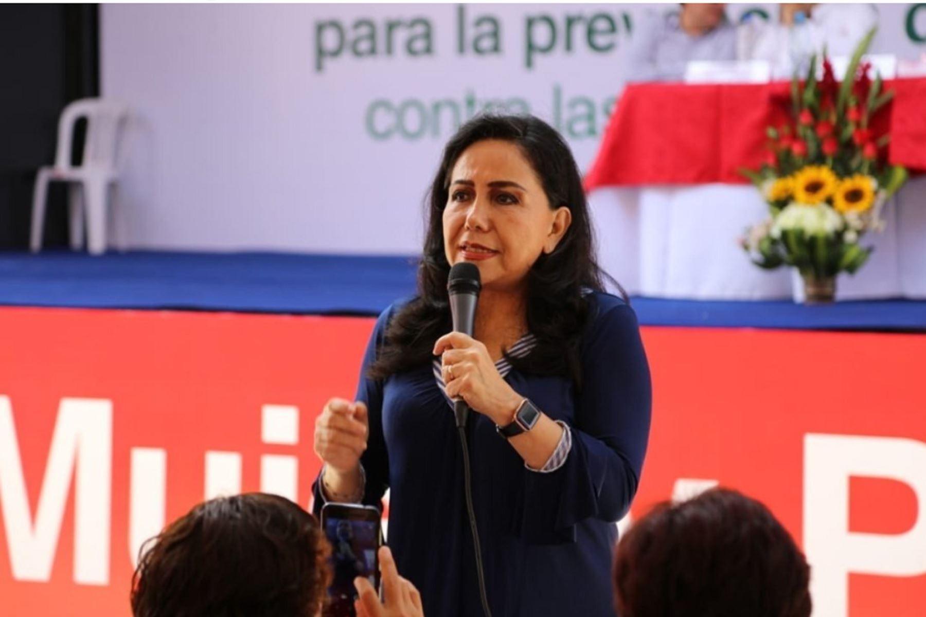 Ministra de la Mujer, Gloria Montenegro