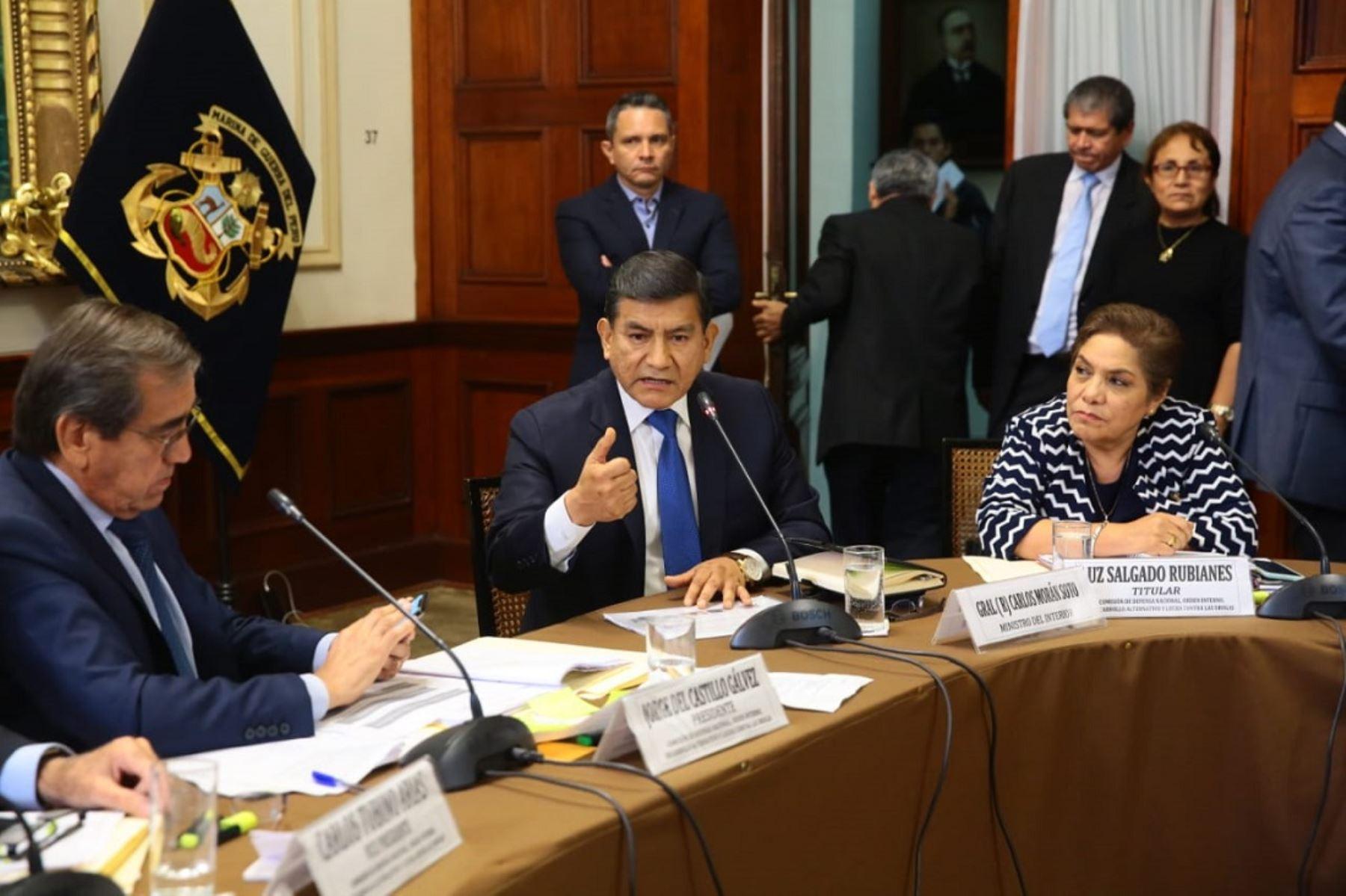 Ministro Carlos Morán se presenta ante Comisión de Defensa del Congreso para explicar la diligencia en la vivienda de Alan García el pasado 17 de abril.