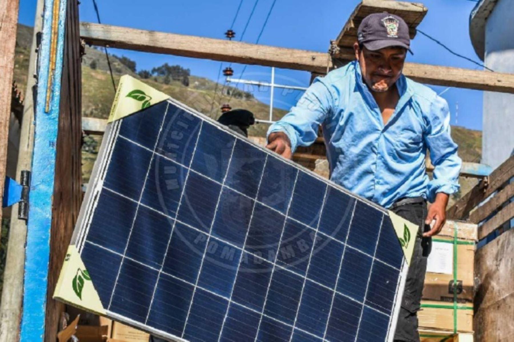 A través de paneles solares, aproximadamente 200 familias de comunidades campesinas de la provincia de Pomabamba, en la región Áncash, se beneficiarán con energía eléctrica, servicio del cual carecen actualmente.
