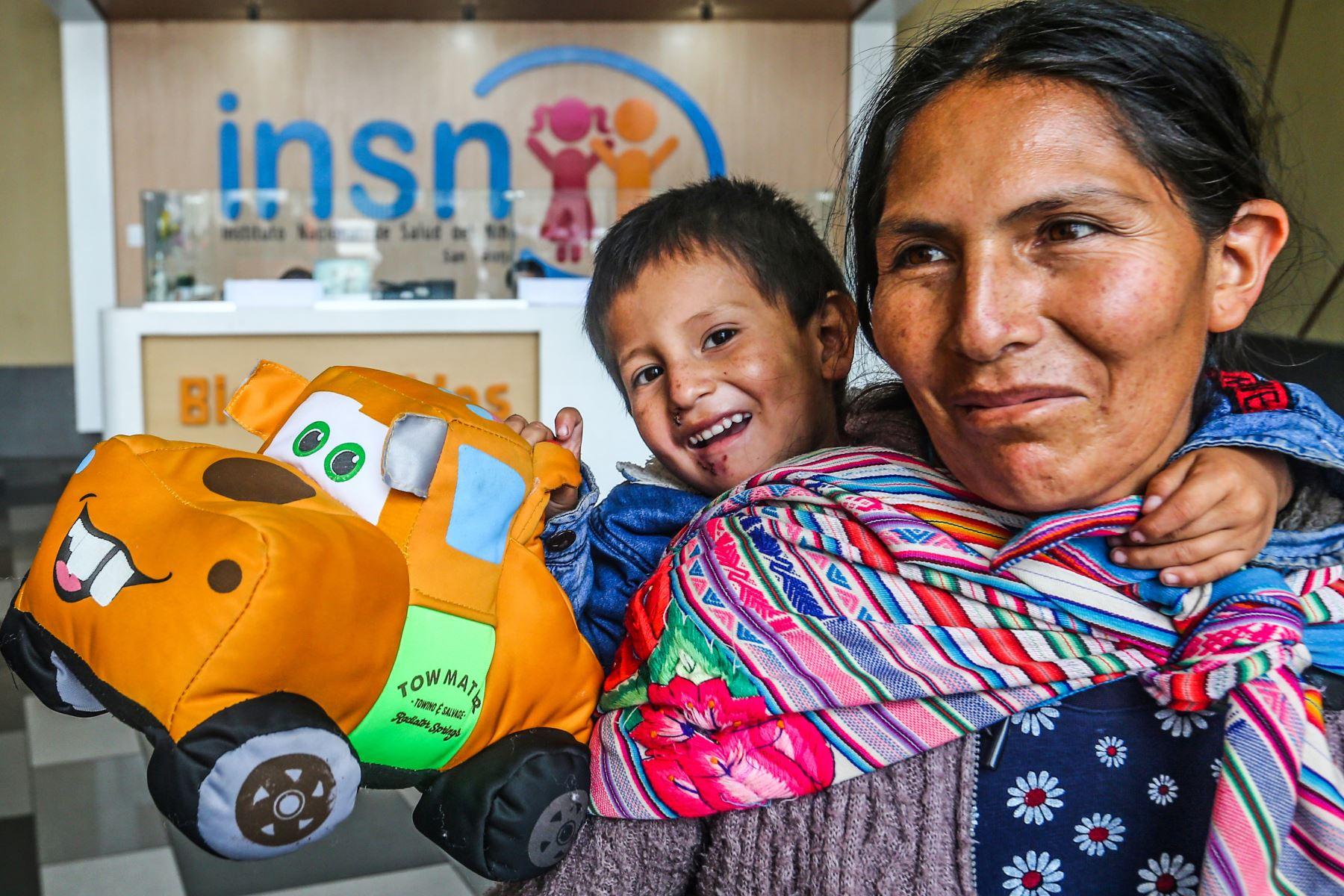 El Instituto de Salud del Niño de San Borja impulsa buena práctica de atención para pacientes y sus familiares que hablan lenguas originarias. ANDINA/Héctor Vinces