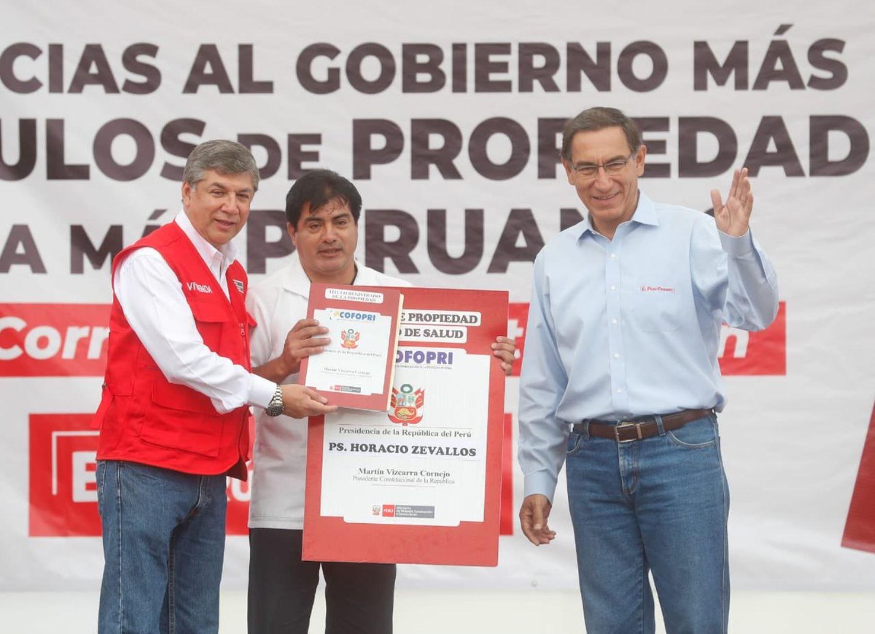 Presidente Martín Vizcarra entrega títulos de propiedad en Jicamarca.