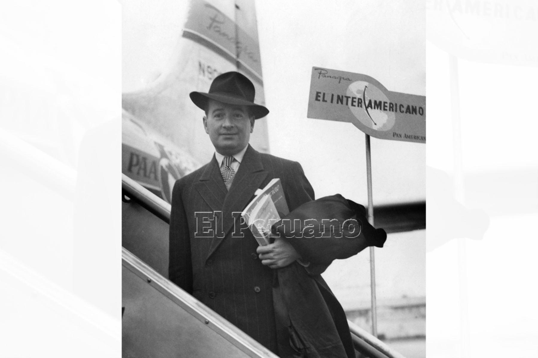 Aurelio Miró Quesada Sosa fue un sanmarquino multifacético: periodista, investigador y literato. Vivió siempre vinculado a su alma máter donde se graduó como abogado en 1931 y obtuvo el título de doctor en Letras.  Dictó el curso de Historia y Literatura Castellana. Llegó a ser decano de la Facultad de Letras (1948-1956) y Rector (1962-1967). Fue un estudioso de la obra del Inca Garcilaso de la Vega. Foto: Archivo Histórico de EL PERUANO (Lima, 1947)