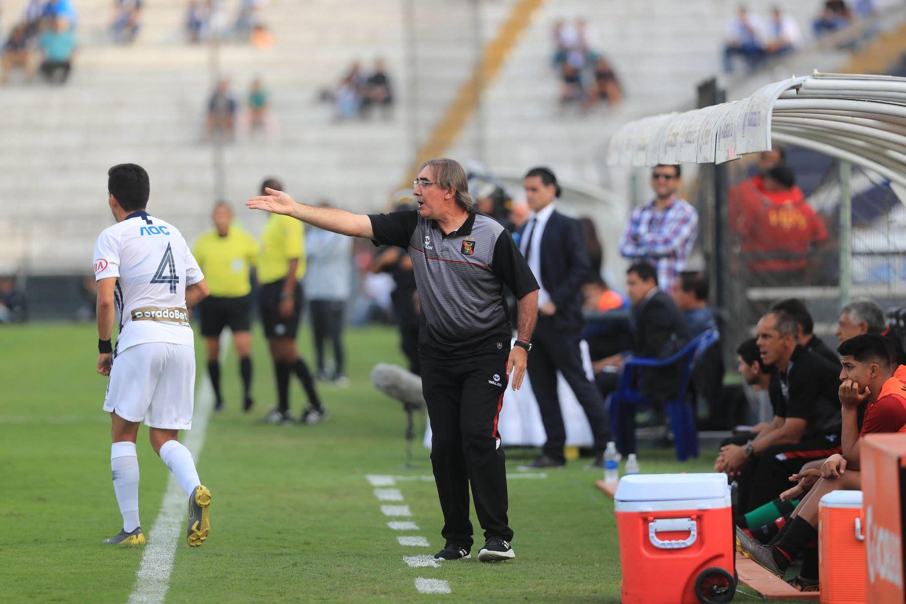 Jorge Pautasso entrenador del Melgar reclama una jugada en el partido frente Alianza Lima. Foto: ANDINA/Juan Carlos Guzmán