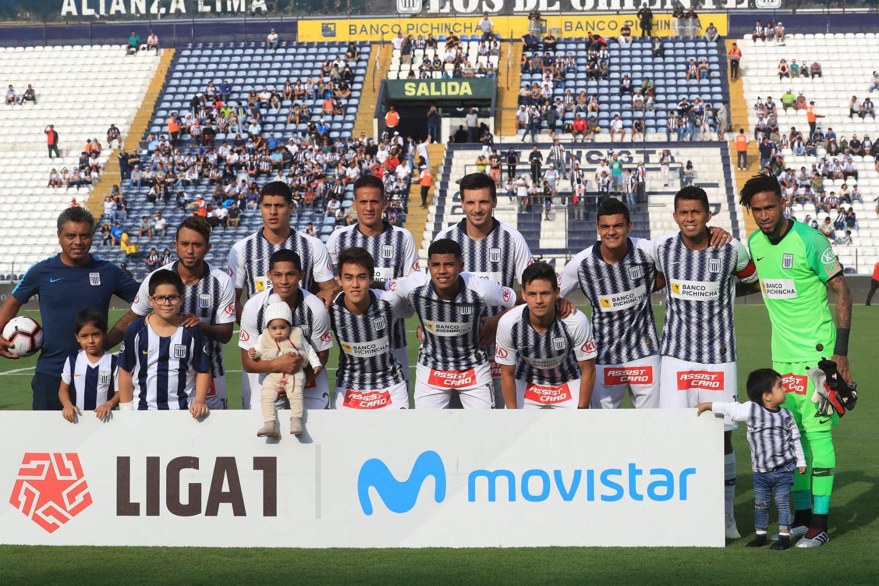 Equipo oficial de Alianza Lima se presenta en el estadio Alejandro Villanueva. Foto: ANDINA/Juan Carlos Guzmán