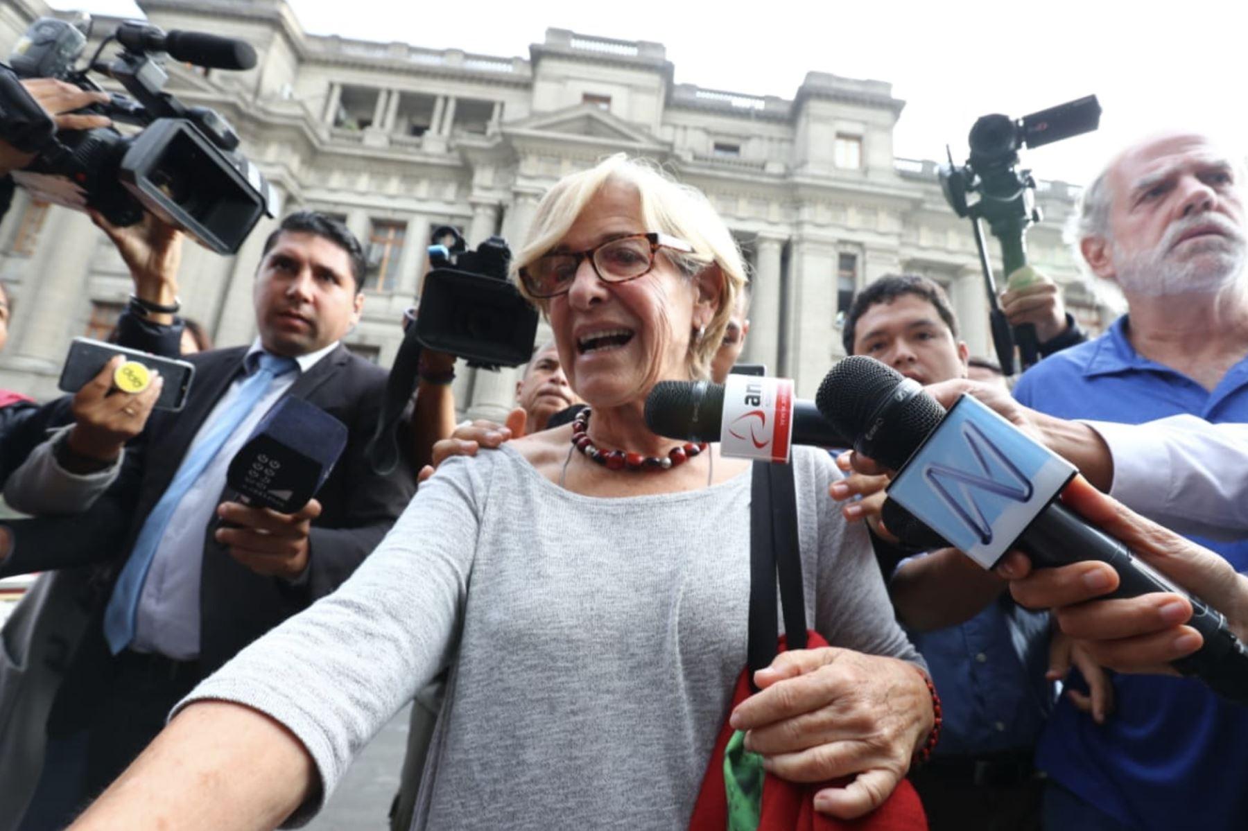 Llegada de Susana Villarán a la audiencia del Poder Judicial , en el marco de la investigación por el financiamiento de las empresas Odebrecht y OAS a la campaña contra la revocatoria y a favor de la reelección de la exalcaldesa de Lima. Foto: ANDINA/ Norman Cordova