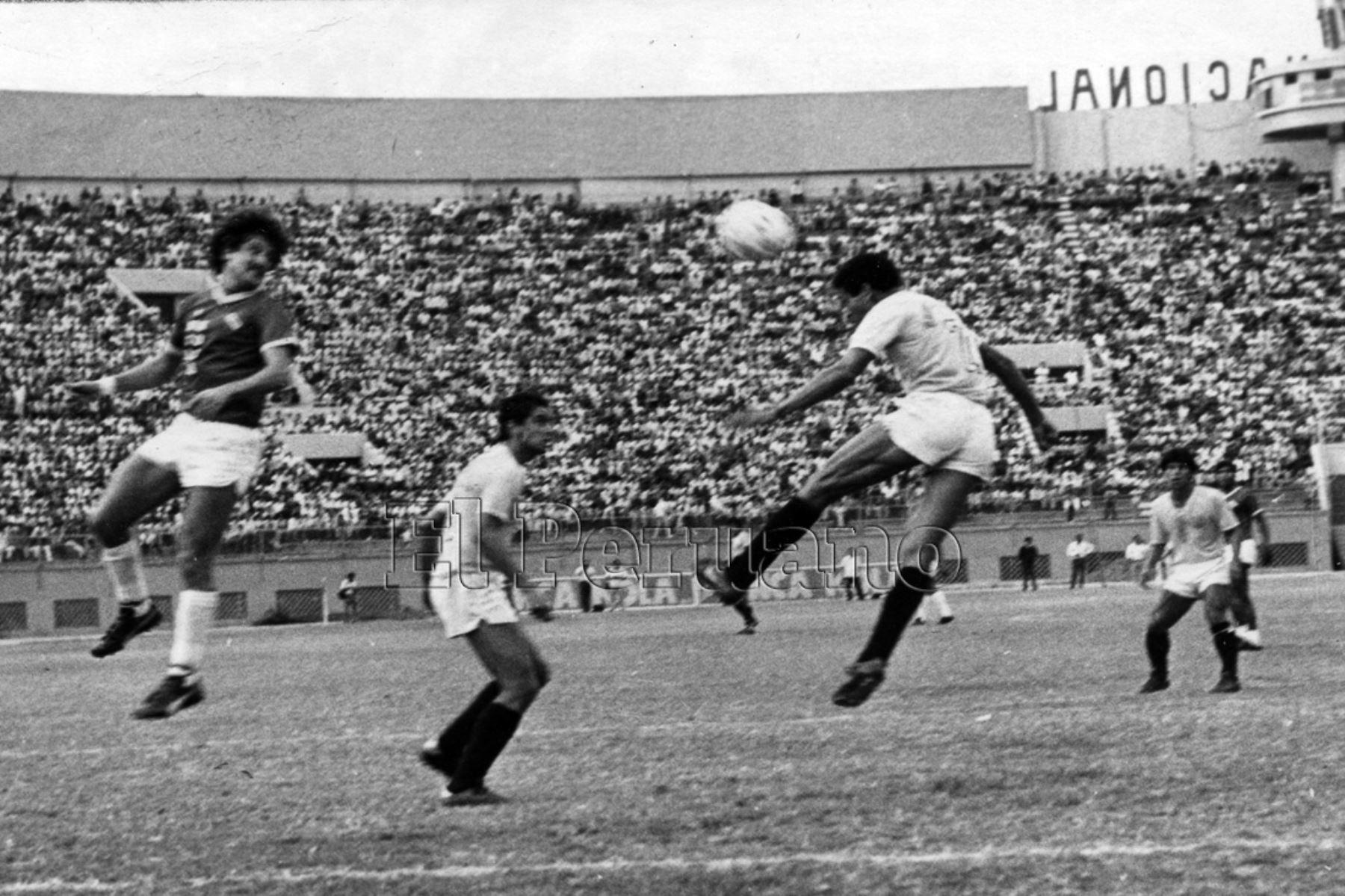 Ex jugador de futbol Samuel Eugenio debuto en el  club Alayza en 1970, para luego ser parte de la plantilla de Universitario de Deportes. Fue campeón nacional con el conjunto crema en 1982, 1985 y 1987. Además, defendió a la selección peruana en algunas oportunidades. Foto: ANDINA/Archivo diario el Peruano
