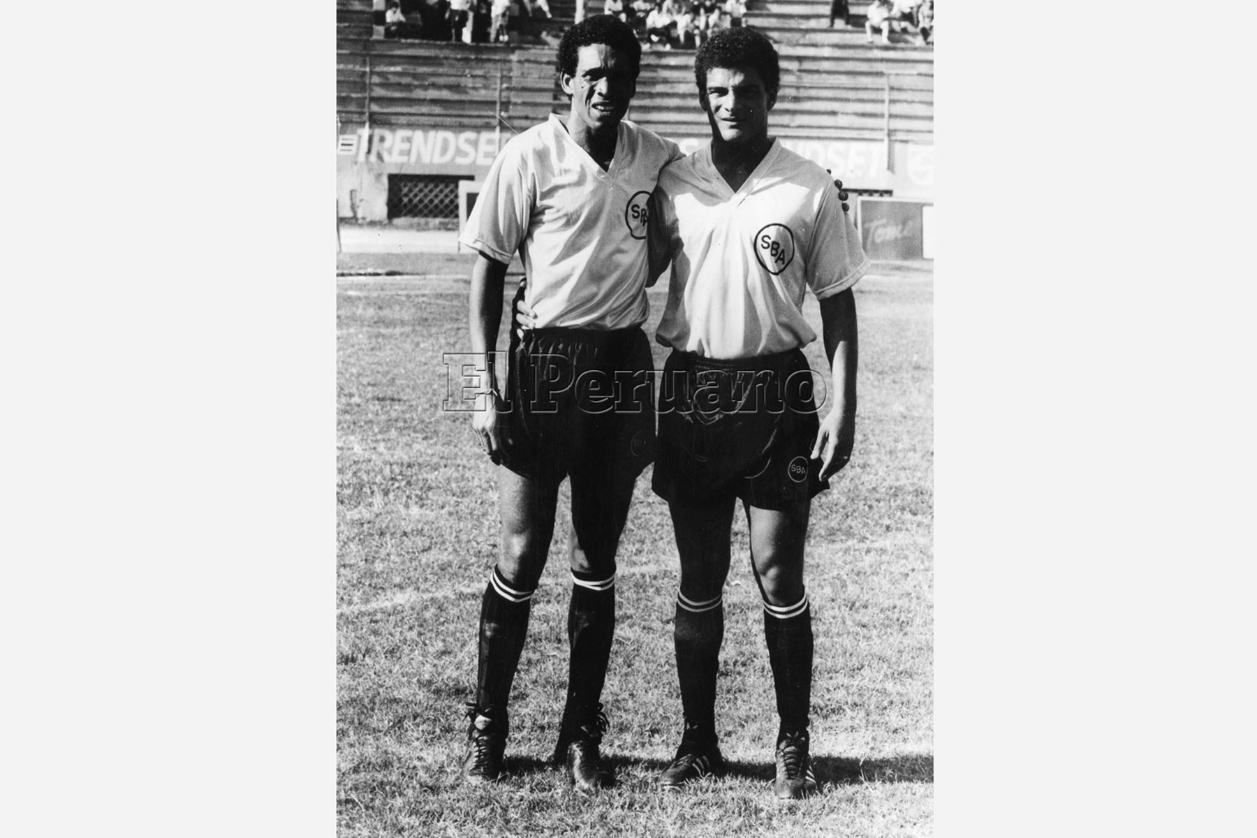 Lima - 12 abril 1991 / Samuel Eugenio (iz), vistiendo la casaquilla del Sport Boys. Foto:Archivo diario El Peruano